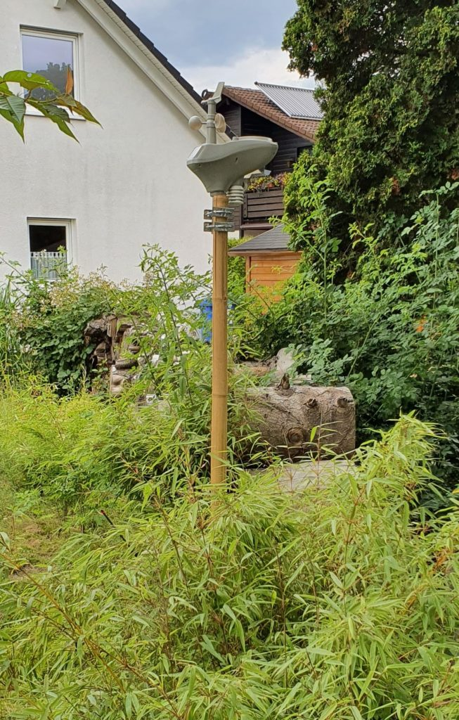 Wetterstation im Garten aufgebaut